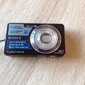 Sony Cyber-shot DSC-W350 14,1 lega pixels Incl batteri, batterioplader, etui og 4 GB memorycard. Brugt men fungerer super fint. Dejligt begynder camera. Lille og kompakt og nem at tage med.