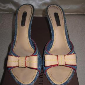 f1810ca1ef8 Varetype: Sko Sandal Farve: Blå Oprindelig købspris: 2500 kr. Kvittering  haves. Louis Vuitton Heels