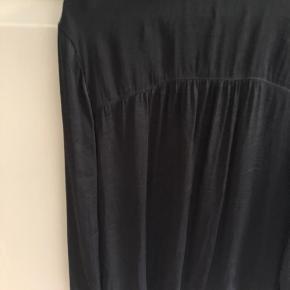 Skjorte fra second female. Brugt få gange.