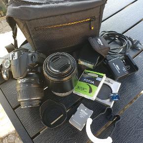 Nikon D 3000 spejlreflekskamera 10,2 mega pixel Inkl. Nikon ss 400 flash Filter- hoya 52 mm nd x4 Filter- fotga 52 mm c-pl (W) polaroid filter Lader Ekstra batteri  Light diffuser Sigma 70-300 mm linse Trefod 2 sd kort 4 GB og 16 GB  Taske  Kom med realistisk bud  Befinder sig i Aalborg