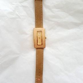 DKNY anden accessory