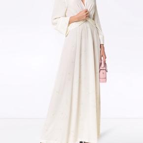 Helt ny Ganni kjole som stadig er med prismærke. Ganni Nolana-maxi-kjole i Silke