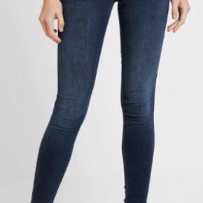 Fede jeans med masser af stræk.  Plenty dark blue. Flot stand.  Str xs