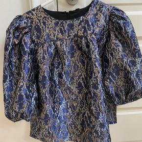 Mega fin bluse fra yas, med de smukkeste farver. Sælger kun hvis det rette bud kommer. Helt ny, så ikke brugt overhovedet.   Tags: zara, samsøe, envii, ganni