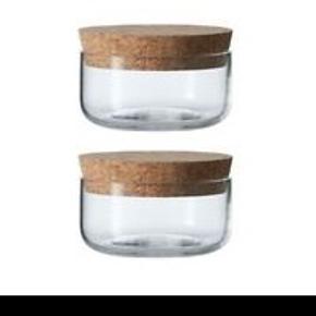 2 x Opbevaringsglas fra Irmas køkkenserie. Mundblæst glas af god kvalitet  Designet af R7B Copenhagen  Diameter: 72 mm. / 8.5 cl.  Glasene er spritnye og ligger stadig i emballagen