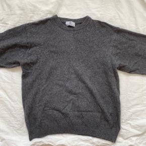 grå uld sweater fra mærket via tornabouni i størrelsen xl  prisen kan forhandles :)