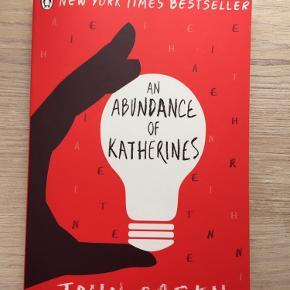 """""""An abundance of Katherines"""" af John Green. Halvt læst, så den er meget lidt rynket i ryggen, ellers ser den ud som ny"""