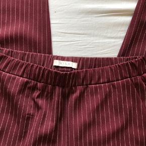Hvid-stribede bordeaux bukser/chinos fra vila, brugt få gange
