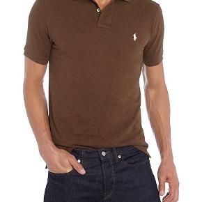 Helt ny brun Ralph Lauren polo shirt i blødt bomuld med lidt stretch. Fitter S/M.