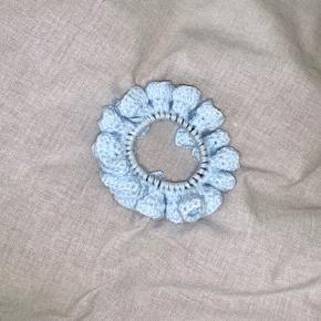 Hæklet scrunchie i fin lyseblå 💙  1 for 25  2 for 40 5 for 100