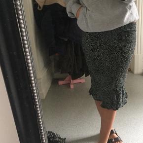 Super sød nederdel fra Mads Nørgaard, får den dsv bare ikke brugt længere;)
