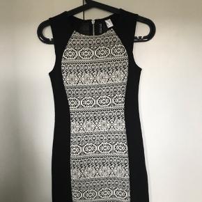 Kjolen er aldrig brugt før - str 34  Pris fra ny af 299,- kr  Pris nu 50 kr