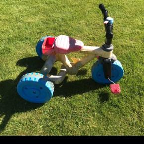 Cykel brugt i haven. Falmet og trænger til en vask. Kan afhentes i Varde Nord. Du kan betale med Mobilepay