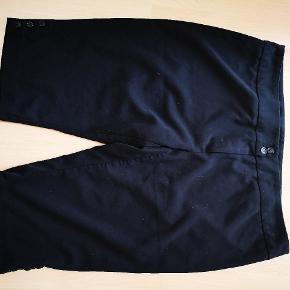 Trekvart Zizzi buks i jakkesæt look. Næsten ikke brugt og fremstår som nye.