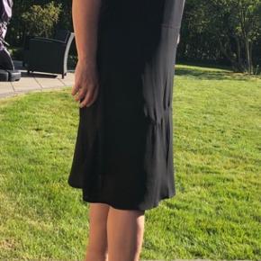 Jeg nåede aldrig at bruge denne sorte kjole ;/ Først var den lidt for lille og nu for stor