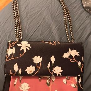 Fin taske fra Mango sælges. Er meget åben for bud!:)