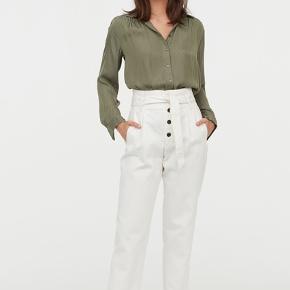 Silke-lignende skjorte med struktur fra H&M af polyester.
