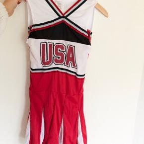 Cheerleader kostume str. S. Lange strømper fra billede 4 medfølger. Kostumet fremstår som nyt. Køber betaler fragt☺️