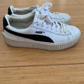 Så fede sneaks fra Puma/ Rihanna  Et par år gamle men stort set ikke brugt   Nypris fra omkring 1400, sælge for 300 pp