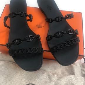 Sorte sandaler fra Hermes i gummi, str 41 købt i Kbh  i original æske med dustbag etc.