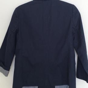 Blazer/jakke i str. 36. Nypris: 1.700 kr.