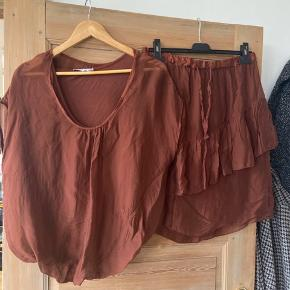 Nederdel og bluse