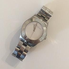 Marc Jacobs ur. Stadig i pænt stand.  Bemærk dog spor af slid, og mangler nyt batteri.  • nypris 1199.