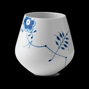 Musselmalet. Royal Copenhagen / Kgl. porcelæn. Stor vaser af porcelæn, riflet Mega Mussel, nr. 682. H. 20,5 cm. 1. sortering. Ny, ubrugt og i original emballage.