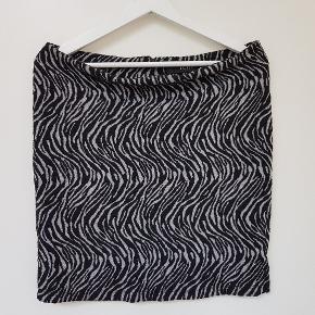 Grå zebrastribet nederdel og i blødt strækmateriale.  🦓