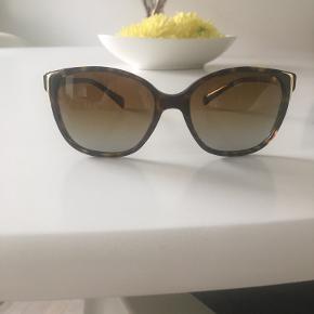 Flotte solbriller - kun brugt få gange. Så som nye.