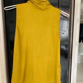 Smuk Abira frigg top i 100% silke. Ingen pletter.