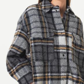 Roxye coat fra second female, aldrig brugt stadig med prismærke.