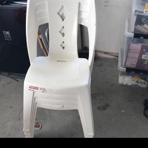 Stabel stole med hynder .