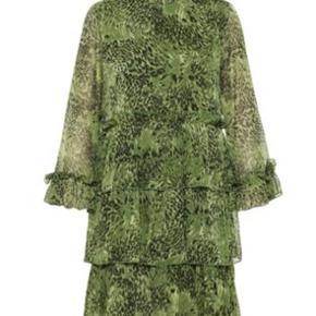 Grøn smuk sommerkjole fra Y.A.S.  Kan stadig købes i butikker til fuldpris.
