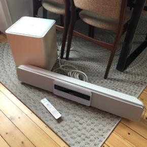 Højtaler og subwoofer til tv. I god stand med lidt ridser. Tilsluttes til tv'et med aux stik.  Anlægget kan godt spille cd'er og dvd'er, men åbne mekanismen er i stykker - så man skal skubbe panel lidt.