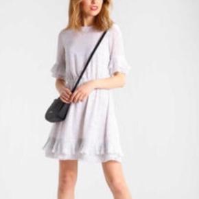 Fin kjole fra Y.A.S, som kun er brugt en enkelt gang 🌸