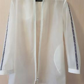 A line raincoat with hoodie