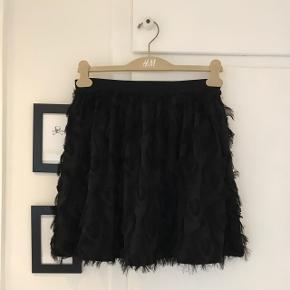 Yndig nederdel fra H&M. Str. 40  Fejler intet