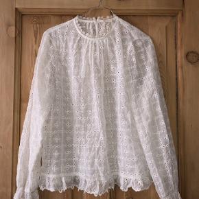 Fineste bluse fra H&M. Fejler intet 🕊