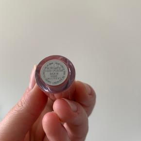Flot læbestift fra Mac, kun brugt to gange 😊