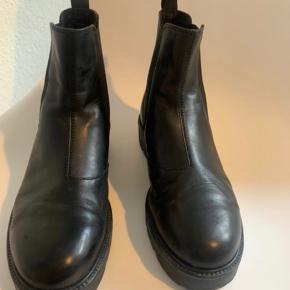 Bianco støvler Helt nye, kun prøvet på.  Ægte skind.  Kan afhentes i Helsingør eller sendes mod betaling.