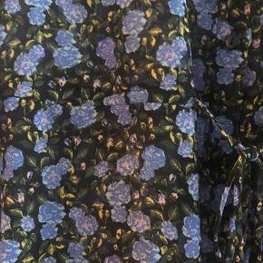 Fin blå blomstret tunika