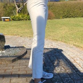 De super populære cassie bukser fra MbyM i en s (hvid). Byd :)