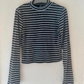 Max bluse 134  - fast pris -køb 4 annoncer og den billigste er gratis - kan afhentes på Mimersgade 111 - sender gerne hvis du betaler Porto - mødes ikke andre steder - bytter ikke