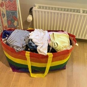 Alt tøjet er svarende til 146/152  Fejler intet datteren er blot vokset ud af det