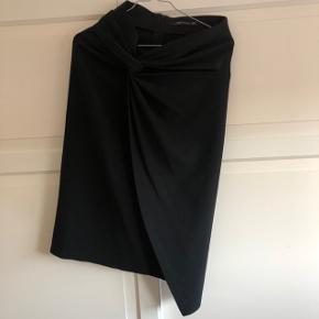ZARA nederdel med fine detaljer  Str XS - passer også str S