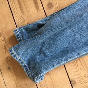 Så flotte, lav/alm taljede jeans fra mango. Aldrig brugt!