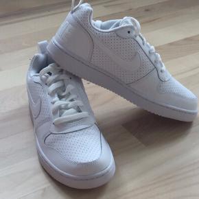 Nike Sneakers. Splinter nye Nike i str. 38 (7). Købt for store, derfor....