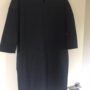 Skøn kjole med 3/4 ærmer.