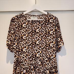 Super fin leopard bluse fra Moves by Minimum🐆💛🤎  Fejler ingenting - har været rigtig glad for blusen